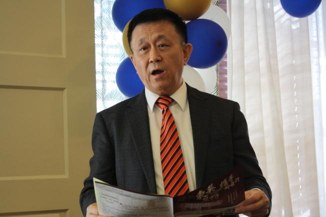 董保城向大家解說校史以及明年120周年校慶的慶祝計畫。(記者林昱瑄/攝影)