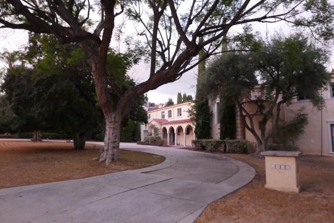 目前在影星吳秀波妻子名下的該豪宅改建案,法院做出有利屋主的初步判決。(記者李雪/攝影)