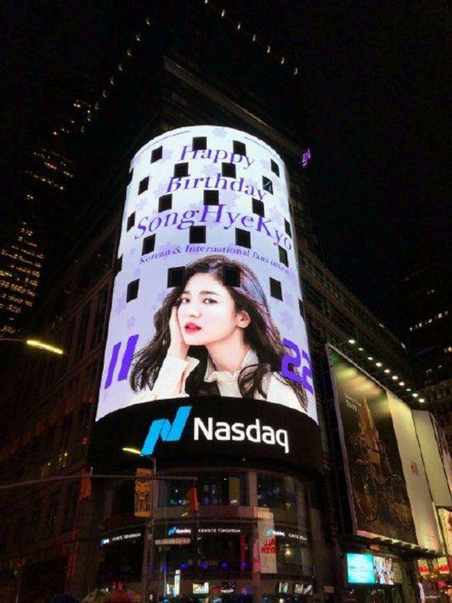 宋慧喬美照登上紐約時代廣場。(取材自Instagram)