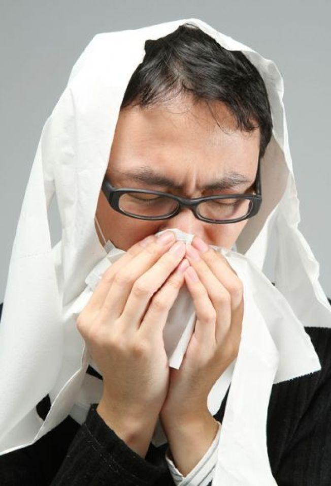 醫師指出,風熱型感冒患者要避免辛辣等刺激性食物,風寒型感冒要特別注意頭頸部的保暖。(本報資料照片)