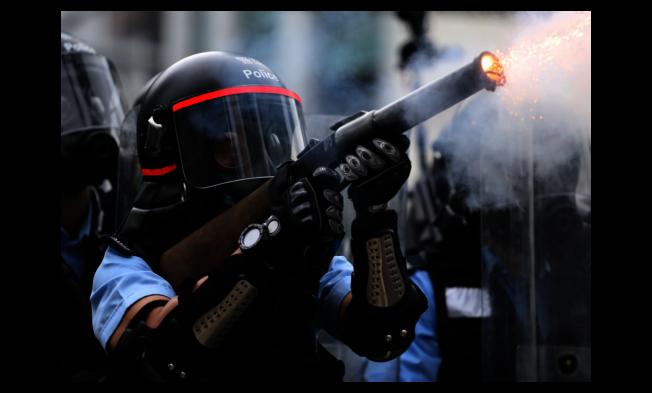 香港警方過去幾個月對示威者發射大量催淚彈與橡膠子彈。(路透)