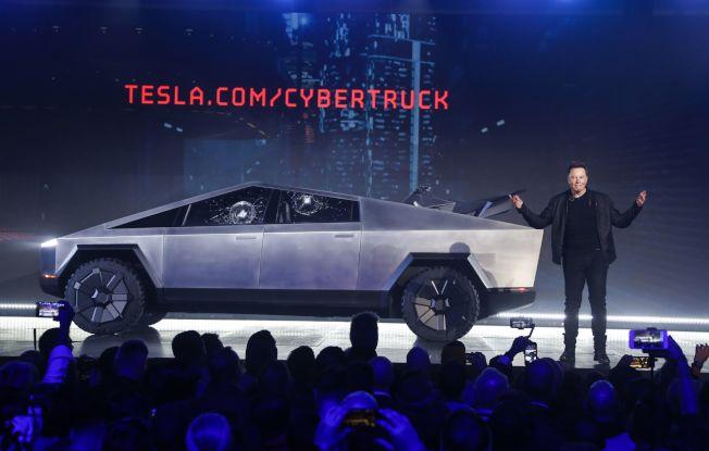 特斯拉執行長馬斯克21日發表電動皮卡「Cybertruck」。美聯社