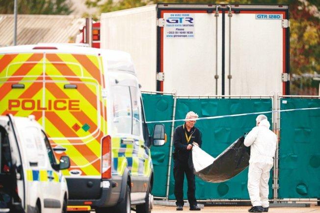 英國在10月23日,艾塞克斯郡格雷斯市(Grays)一座工業區的貨車冷凍櫃中,發現了31名男性及9名女性屍體。 路透