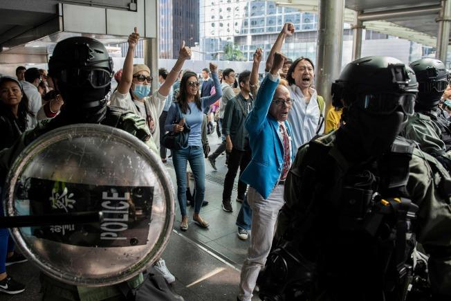 香港抗爭者說,區議會選舉有如「公投」。(Getty Images)