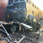 露營車停鐵軌 捷運撞上燒成空殼