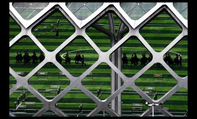 香港明報稱,中共武警部隊似乎已經在深圳灣體育場長駐。(美聯社)