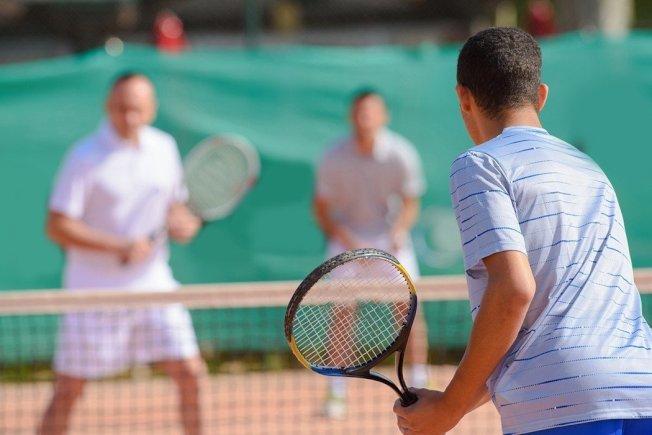 一名網球男胯下突然長出紅疹,延誤治療,導致汗腺細胞病變成癌細胞。圖為示意圖。(取材自ingimage)