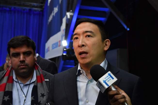 華裔總統參選人楊安澤認為MSNBC限制他在候選人辯論時發言,要求公開道歉。(Getty Images)
