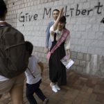 香港區選 平靜中藏暗流 投票踴躍 港警站崗投票站