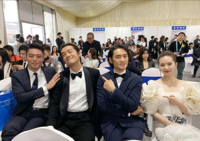霍建華(左起)、胡歌、袁弘、劉詩詩《仙劍奇俠傳三》同框照在網上熱傳。(取材自微博)