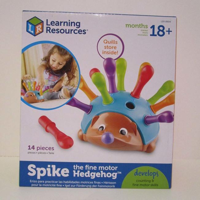 教育資源公司的「Spike The Fine Motor Hedgehog」背上的塑膠刺可拔出,恐造成孩童放入口腔窒息。(取自WATCH網站)