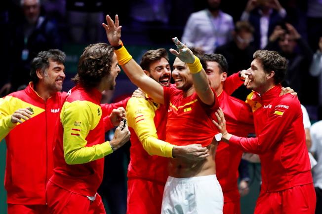 納達爾領軍的西班牙隊,第六度在台維斯盃封王。(歐新社)