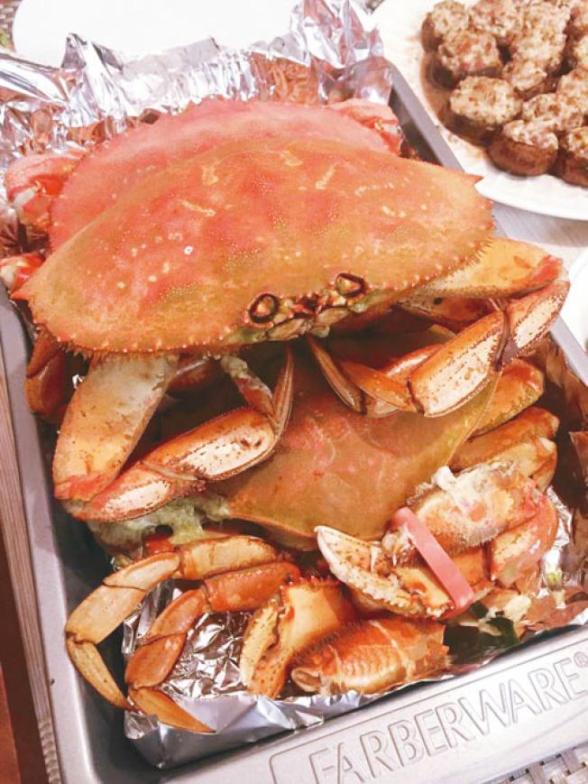 聖荷西華人周末吃蟹,在華人超市買到這樣的生猛鄧金斯大肉蟹,一磅得要12.99元,雖然滋味好,仍然大呼吃不消。(本報記者/攝影)
