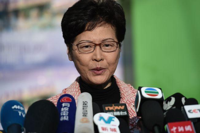 在香港泛民主派於區議會選舉大獲全勝之後,特首林鄭月娥承諾將「認真反思」。Getty Images