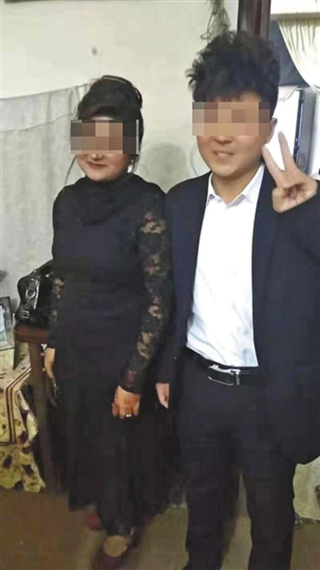 王振傑與他在巴基斯坦第一任「妻子」合影,他倆結婚第二天「妻子」借回門離開,不再出現。(取材自新京報)