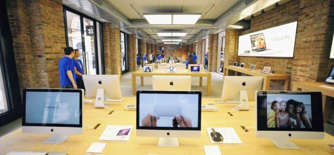 購物專家勸大家黑五別去蘋果商店擠。(Getty Images)