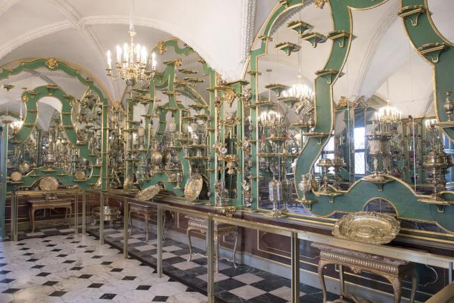 部分珍寶被竊賊自德勒斯登王宮的綠穹珍寶館 。(美聯社)