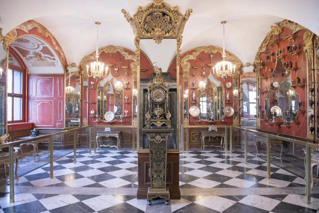 部分珍寶被竊賊自德勒斯登王宮的綠穹珍寶館的白銀廳。(美聯社)