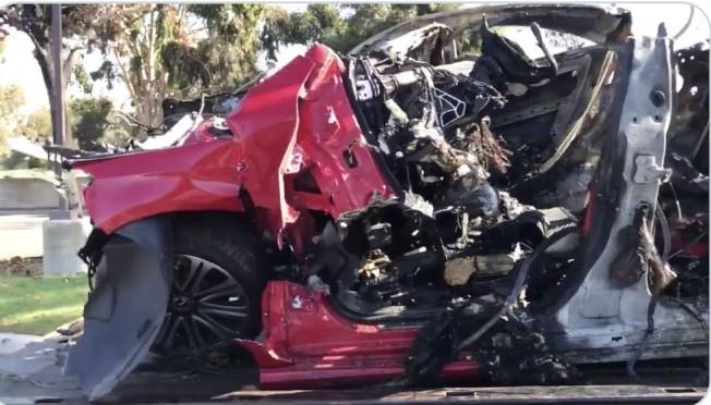 爾灣加大校園邊致命車禍,車毀人亡。(警方資料照片)
