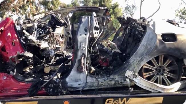 撞樹致命車禍,車毀人亡。(警方資料照片)