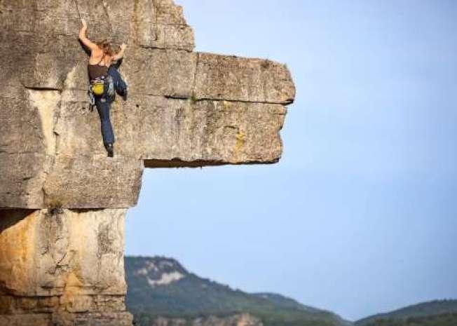 哈靈頓徒手攀爬El Capitan。(取自推特)