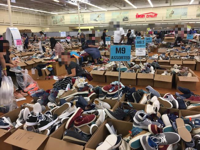 在奇諾岡的鞋子樣品銷售。(記者張宏/攝影)