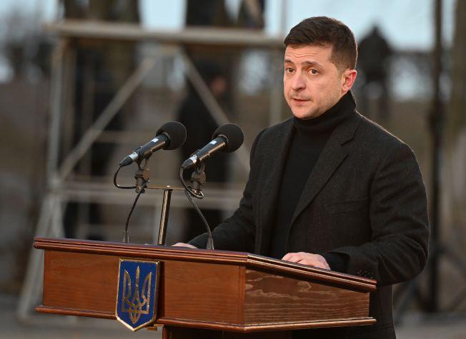 鳥克蘭總統澤蘭斯基26日再次表示未曾干涉美國大選。圖為澤蘭斯基23日在基輔參加紀念「基輔大餓荒」儀式。(美聯社)