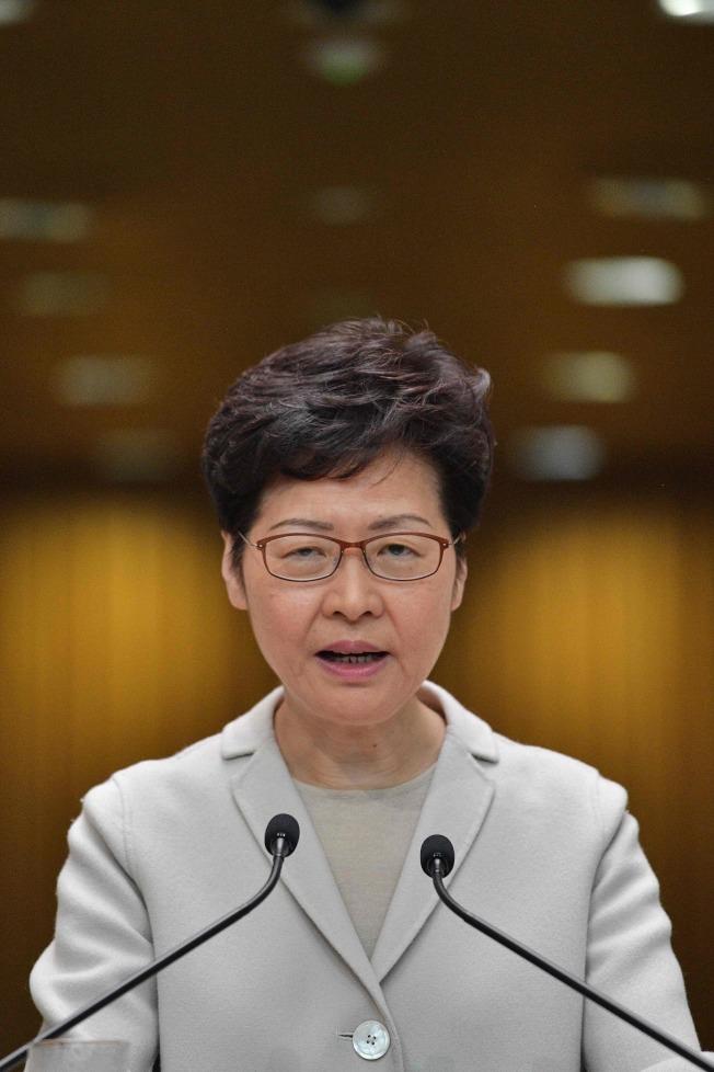 面對泛民派選舉大勝, 香港特首林鄭月娥26日表示,北京未就區選結果向她問責,正籌設「獨立檢討委員會」探索這次歷時多月的社會動盪。(美聯社)
