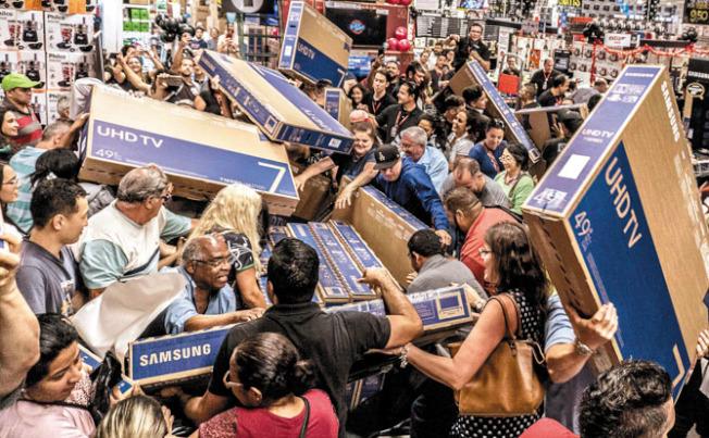 今年黑五,大減價的高清電視(HDTV),仍是焦點和最熱貨品。(Getty Images)