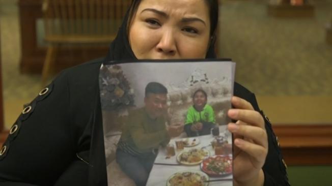 維吾爾族受害者Zumrat Dawut透露,學員們一起床就要唱國歌,接著大喊「感恩習近平、習近平萬歲」後才能用餐。(美聯社)
