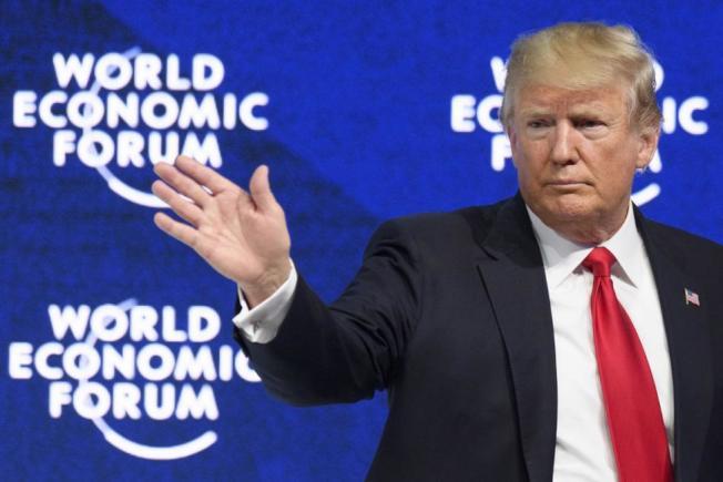 歷史上國家經濟往往與總統的連任機會掛鉤,美國勞工部6日公布的11月就業報告不僅增加26萬6000個工作機會,失業率也降至3.5%。川普總統希望經濟好消息可以勝過彈劾議題。(歐新社)