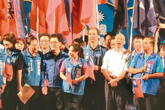 韓國瑜民調處於低迷狀態,南加僑民為他打氣。圖為他日前在台東造勢的場子。(聯合新聞網)