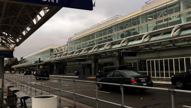 圖為安大略國際機場第二航廈樓外景。(記者啟鉻/攝影)