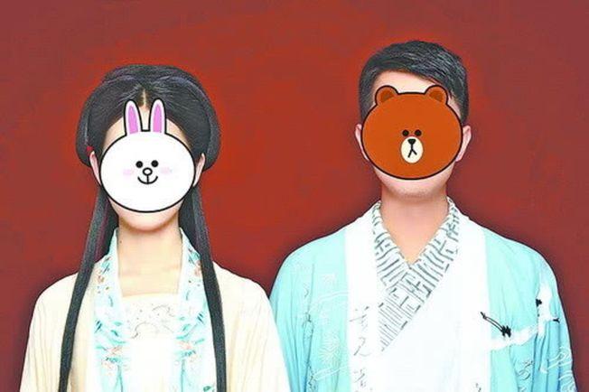陳先生夫婦倆拍的漢服照。(取材自觀察者網)