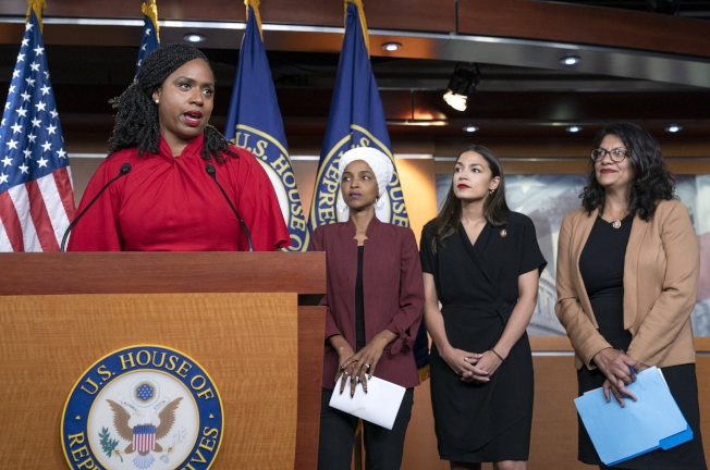 圖為國會「四人幫」成員,其中歐凱秀-柯提茲(右二)第三季募款超越民主黨領袖。(美聯社)