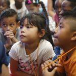 不甩川普政策 公校收難民學生 助適應美國生活