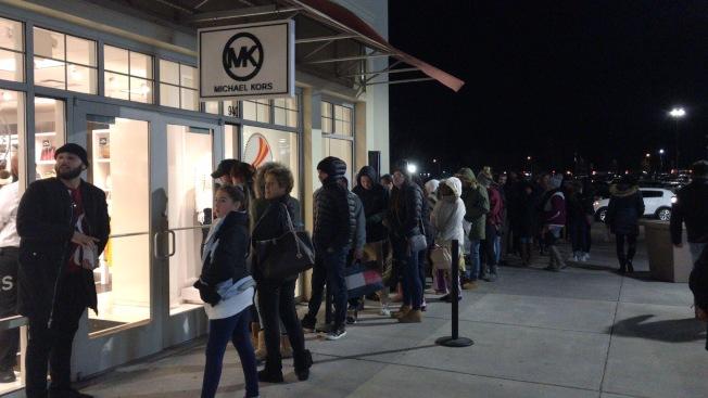 新州的一家直銷購物中心的Michael Kors店外,未看到民眾在黑色星期五大排長龍。(記者牟蘭/攝影)