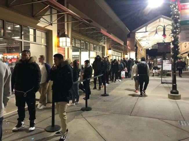 新州的直銷購物中心也在黑色星期五時遇冷,未見排隊的長龍。(記者牟蘭/攝影)