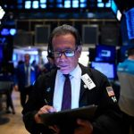 股指下跌 但創6月來最大單月漲幅