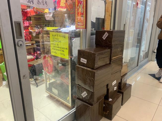 華人代購在黑五搶購後,前往快遞店寄出貨品。(記者牟蘭/攝影)