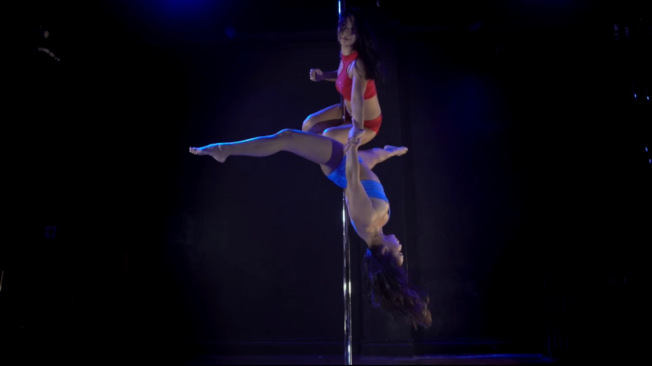 鋼管舞孃不僅性感,同時展現優雅和技巧,及別具爆發力的一面。(周婉柔提供)