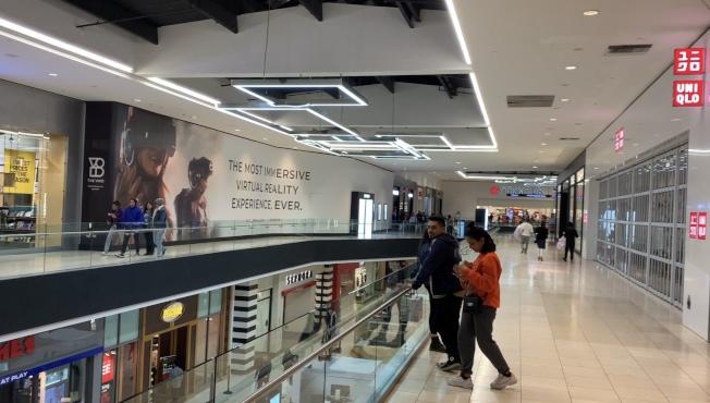 黑五購物節凌晨開幕,西野商場凌晨冷冷清清。(記者王子銘/攝影)
