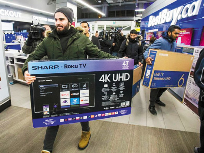 今年灣區的黑五,大型電視仍是搶購焦點。(電視新聞截圖)