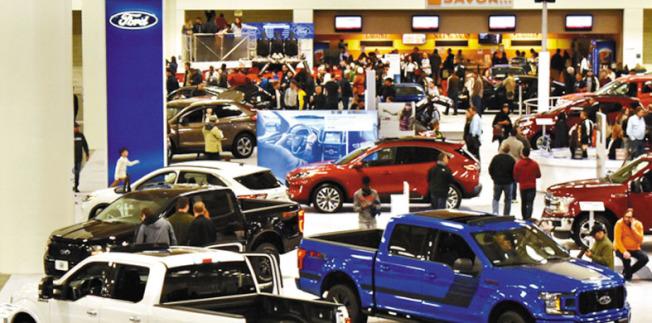 近40個參展商將各自的優勢車型帶到馬士孔尼會展中心展出。(記者黃少華/攝影)