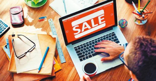 今年感恩節到耶誕節的購物季是2013年以來最短,但卻迎來更多消費人潮,感恩節當天網購銷售達42億元。(Getty Images)