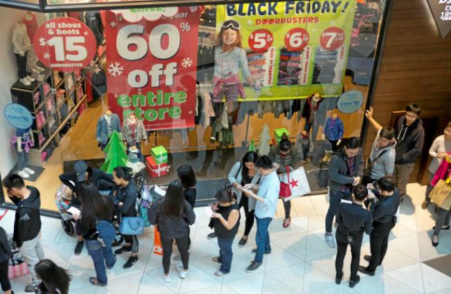 36--黑五商品大減價,仍然能否吸引消費者。(電視新聞截圖)
