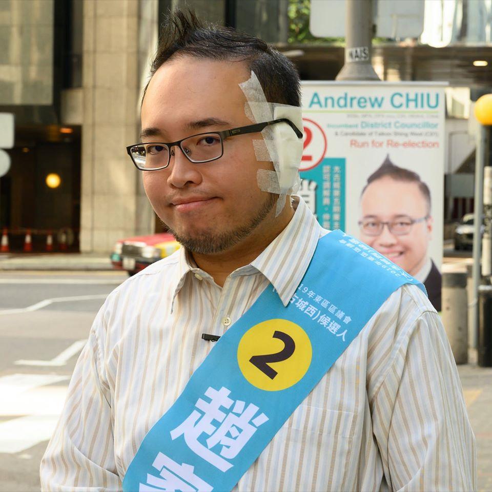香港民主黨區議員趙家賢今早在太古城拉票, 他於本月3日被一名男子在太古城咬甩耳廓。(取自立場新聞臉書)