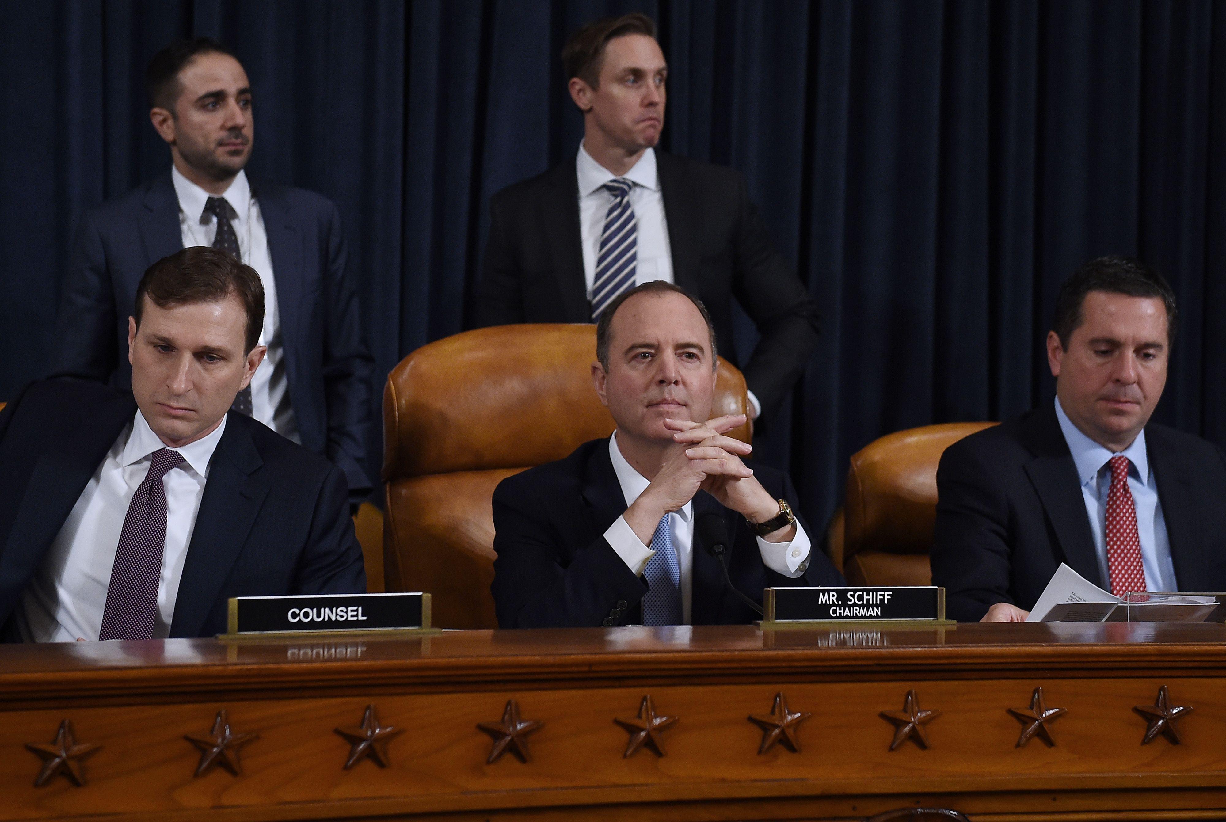 眾院情報委員會主席謝安達(Adam Schiff)在13日舉行的首場川普彈劾聽證會。(美聯社)