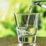 一天喝不到8杯水會怎樣?營養師建議可靠蔬果補水
