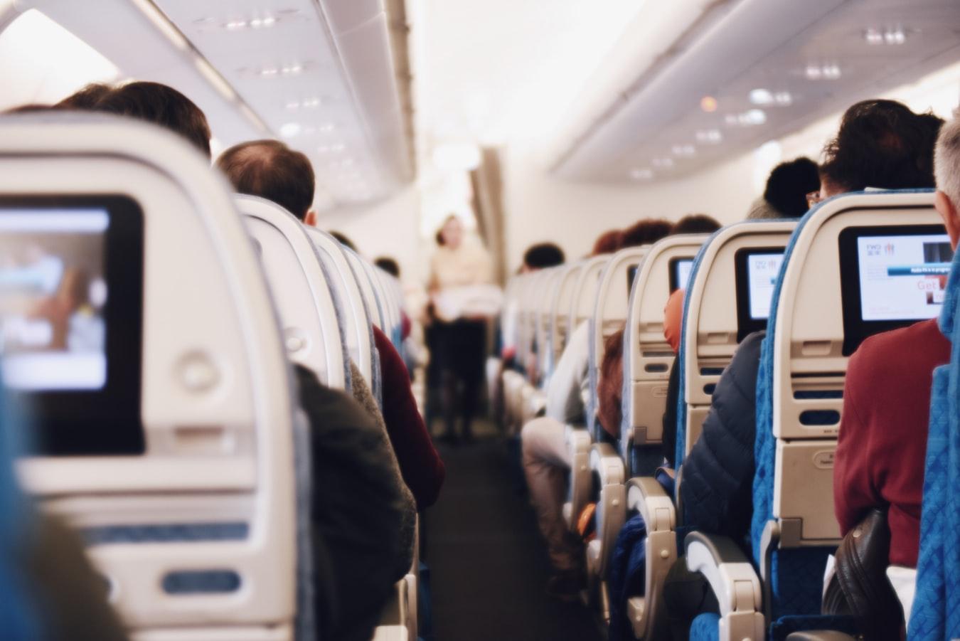 英國匯豐銀行近日公布的一項研究,顯示每50名搭飛機的乘客中,就有1個人會遇見此生的真愛。(Photo by Suhyeon Choi on Unsplash)